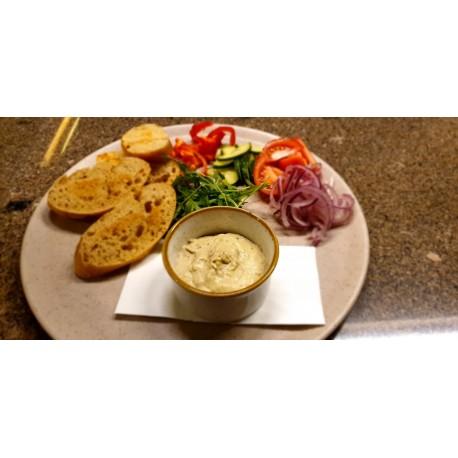 Kemencés padlizsánkrém zöldségekkel, pirítóssal